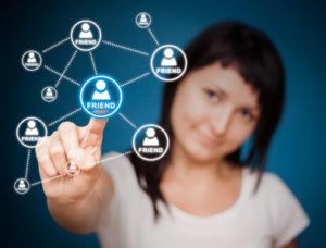 Klarnamen sind eine wichtige Voraussetzung, um bei Facebook Freunde zu finden. Foto: Artur Marciniek - Fotolia.com #44560660