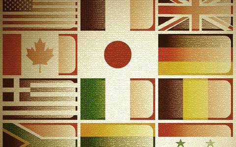 Zwölf Flaggen in vier Reihen übereinander angeordnet.