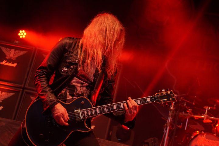 Social Media Live Einsatz: Gitarrist auf der Rock Hard Festival Bühne