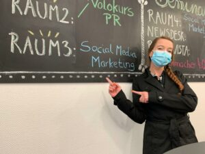 Anja bei ProContent - Workshop zu Social Media Marketing halten
