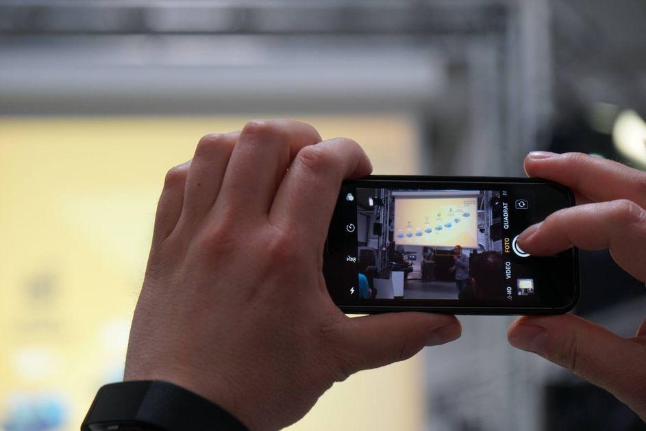 Social Media Live Einsatz: Mobile Handy Foto Inhouse Event