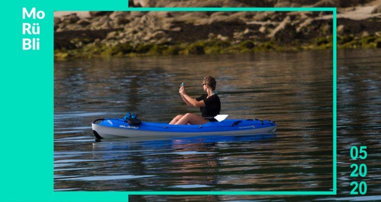 Social Media Monatsrückblick Mai - Frau im Ruderboot die ein Selfie macht